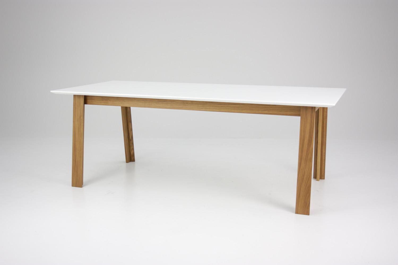 Spisebord fra Tenzo. Super nemt at trække ud. Den ekstra plade er i ...