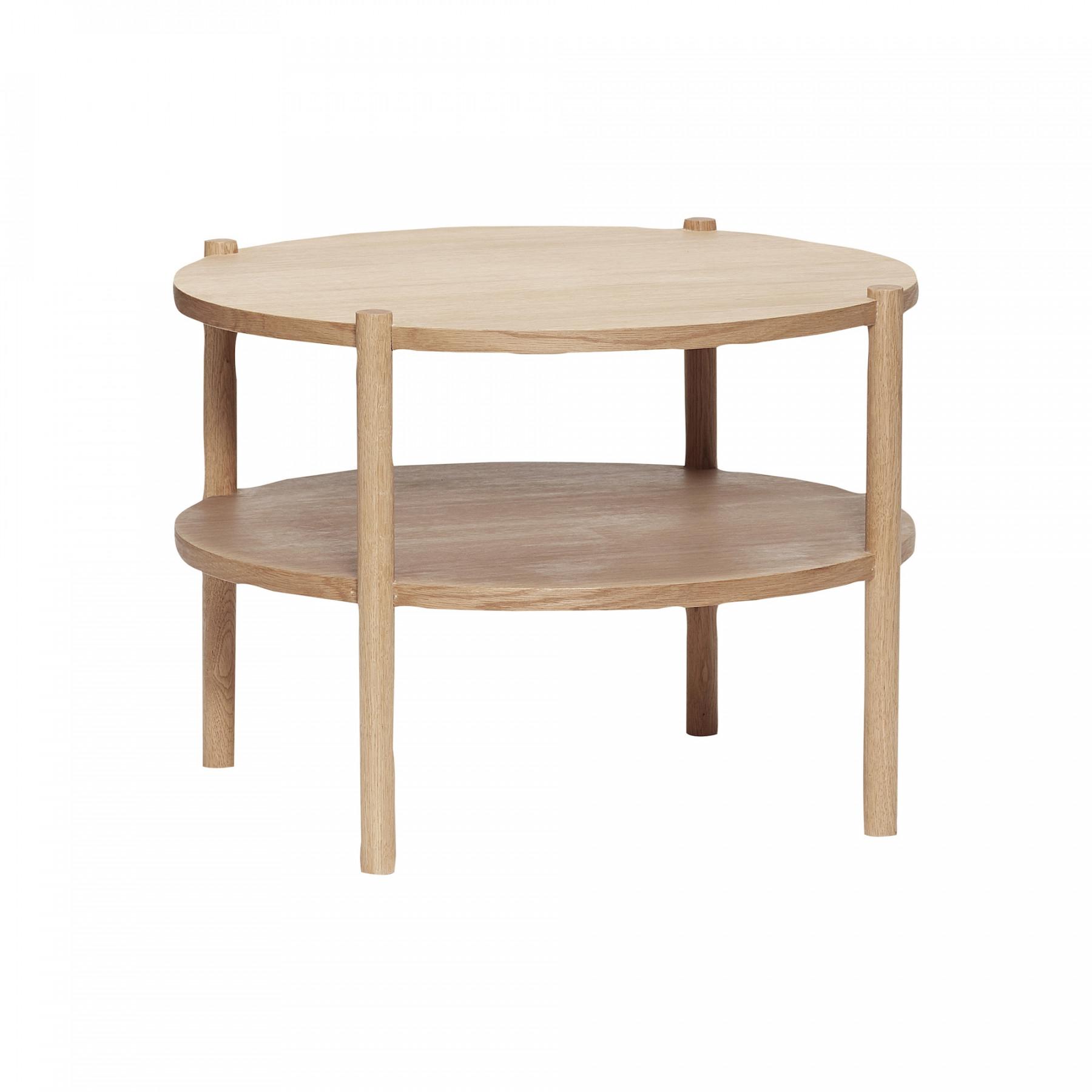 Rundt sofabord i egetræ med hylde fra Hübsch.