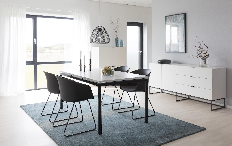 Picture of: Elegant Spisebord I 160 Cm Hvidt Med Sort Stel I Metal