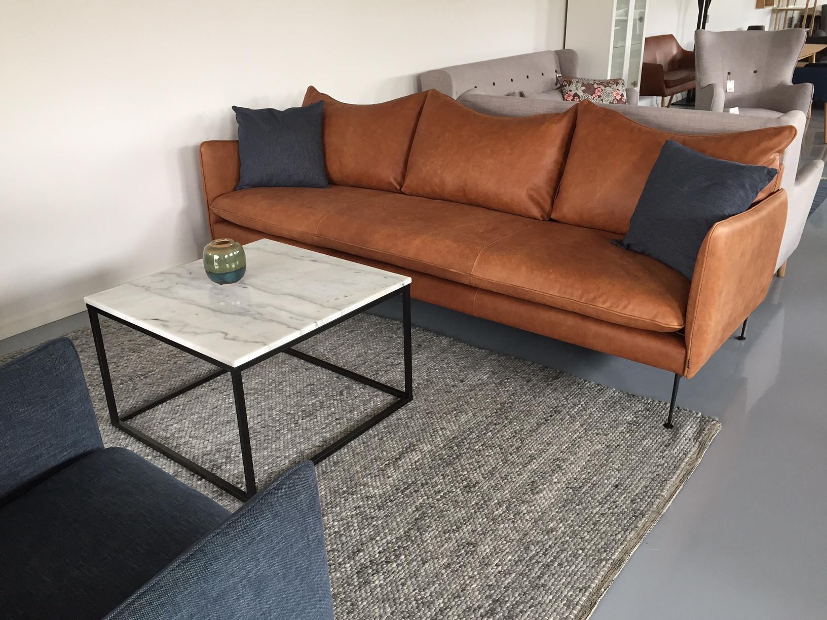 Super Cognac farvet sofa i semianilin læder. Super flot og elegant 3,5 WR04